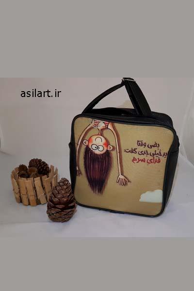 این تصویر-تصویر اصلی محصول میباشد-کیف دوشی مربعی دخترک شیطون